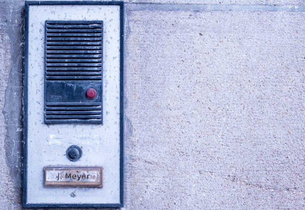 """Lizenzangaben zum Bild: """"Few Visitors"""" von Alexander Svensson https://flic.kr/p/DsyRHwis ist lizensiert unter einer Creative Commons Lizenz: https://creativecommons.org/licenses/by-sa/3.0/. Bearbeitung von Simon Mallow."""