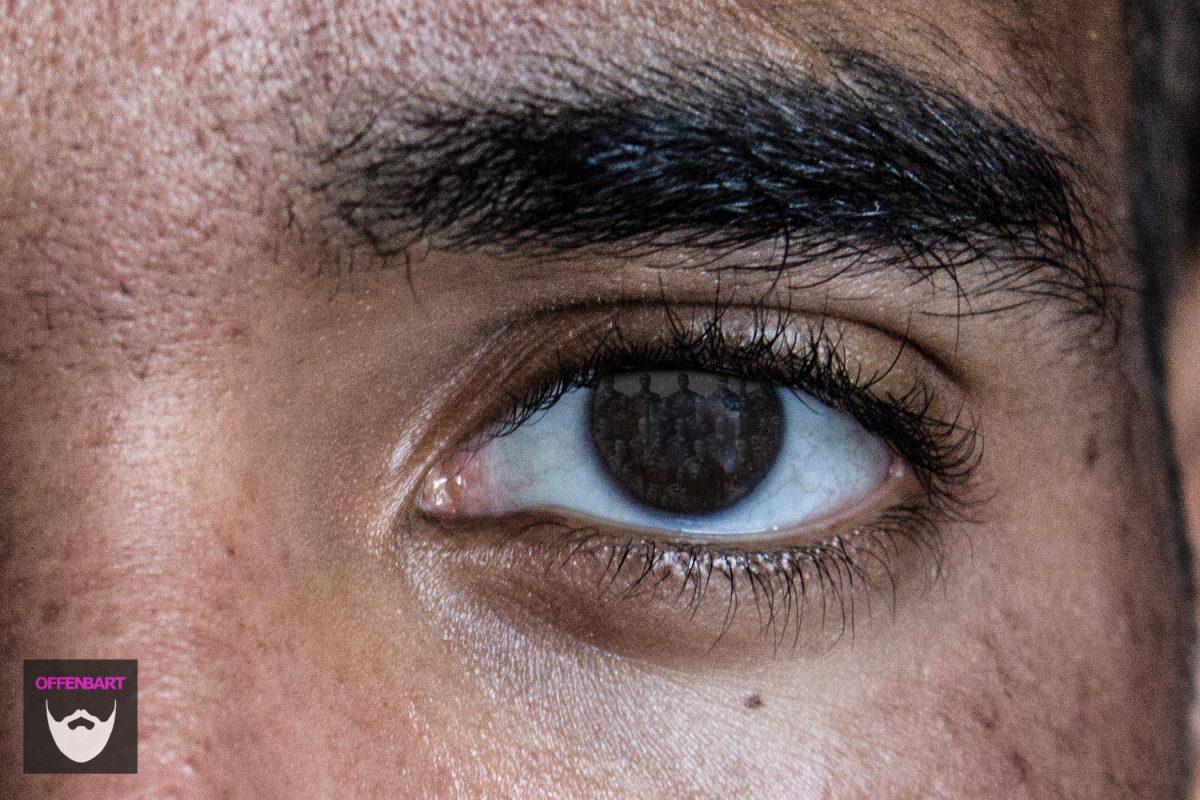 Bildnachweis:Eyes by Dboybaker CC-BY 2.0 und Basic Training 1984 by Richard Elzey CC-BY 2.0 montiert und bearbeitet von Simon Mallow.