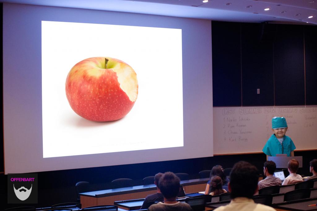Bildnachweis: Bitten Apple by DLG Images, www.directline.com CC-BY 2.0 und Students Presentation by OITS CC-BY 2.0, montiert und bearbeitet von Simon Mallow.